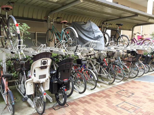 無理のあるマンションの自転車置き場