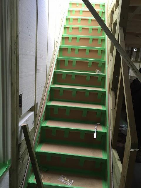 上棟1日目で1階が完成~階段