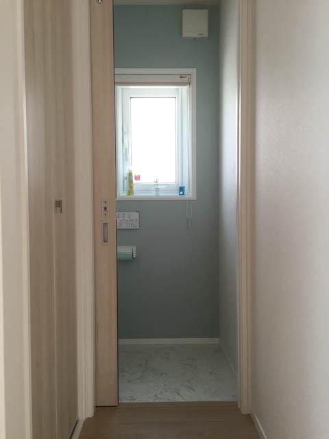 トイレの高窓