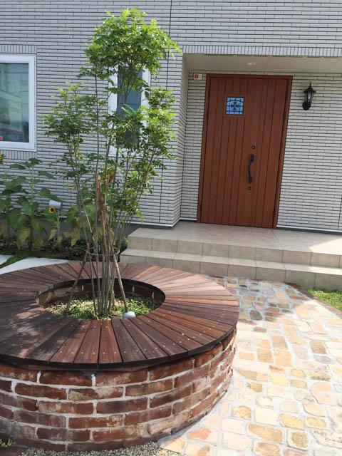 サークルベンチと玄関