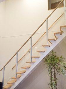 階段オープンステア透明