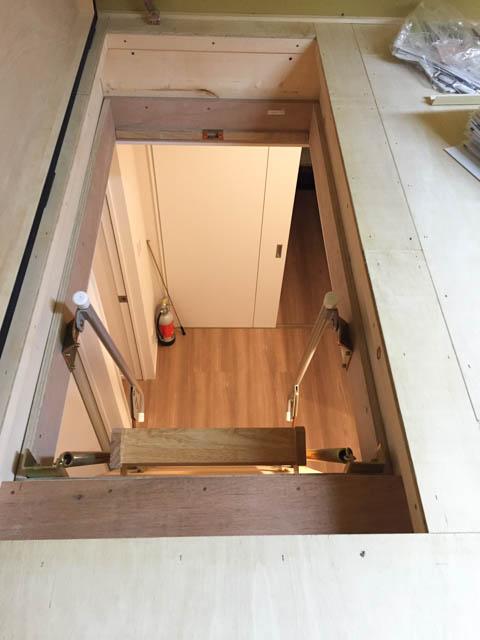 屋根裏(小屋裏)収納からフロアを見た図