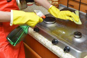 洗剤の掃除は手が荒れますね。