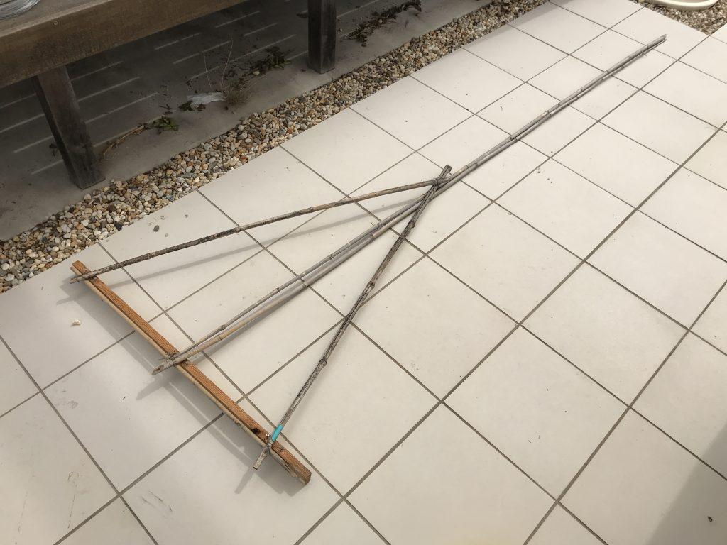 ウッドデッキ下のゴミ掃除用トンボ