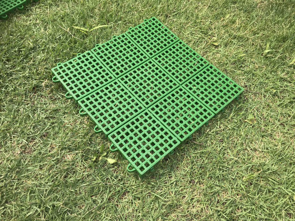 芝生の養生対策